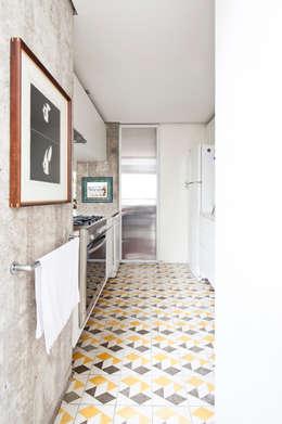 Apartamento Sabará: Cozinhas modernas por Zemel+ ARQUITETOS