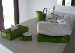 Adaptación de mobiliario Hotel Le Reve: Baños de estilo  por Akele Mobiliario