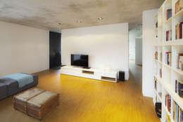 minimalistic Living room by Schiller Architektur BDA