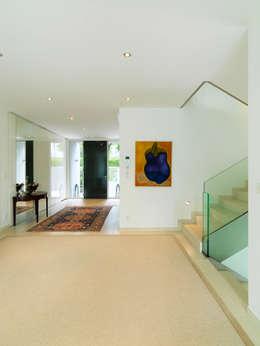 Projekty,  Korytarz, przedpokój zaprojektowane przez Moser Architects