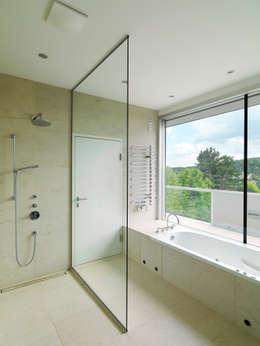 Projekty,  Łazienka zaprojektowane przez Moser Architects