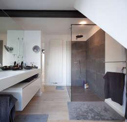Projekty,  Łazienka zaprojektowane przez Gerstner Kaluza Architektur GmbH