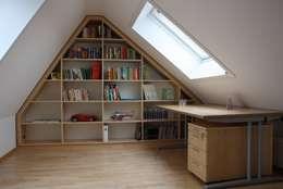Estudios y oficinas de estilo moderno por Tolksdorf Innenausbau GmbH