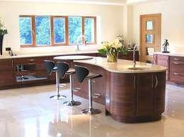 Solent Kitchen Design Ltd: modern tarz Mutfak