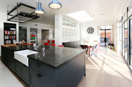 Projekty,  Łazienka zaprojektowane przez Drummonds Bathrooms