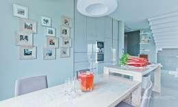 HOUSE WITH A PERSPECTIVE: styl , w kategorii Kuchnia zaprojektowany przez SARNA ARCHITECTS   Interior Design Studio