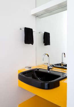 Apartamento Maria Antônia: Banheiros modernos por Zemel+ ARQUITETOS