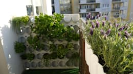Pixel Garden na balkonie : styl , w kategorii Balkon, weranda i taras zaprojektowany przez Pixel Garden