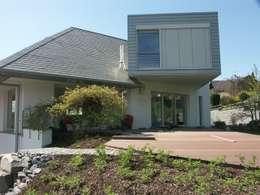 Maisons de style de style Minimaliste par gmyrekarchitekten