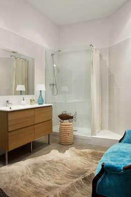 eclectic Bathroom by Deu i Deu