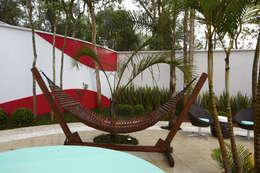 Casa da Serra: Jardins modernos por Arquiteto Aquiles Nícolas Kílaris