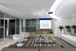 Медиа комнаты в . Автор – Arquiteto Aquiles Nícolas Kílaris