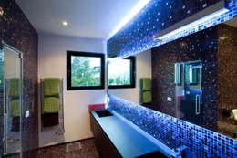 Salle de bain de style de style Moderne par Studio Farina Zerozero - Foto & Video