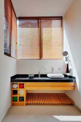 RESIDENCIA NUÑO: Baños de estilo  por Excelencia en Diseño