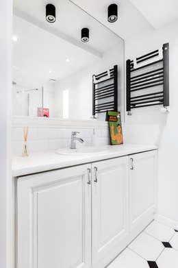 Salle de bains de style  par Decoroom