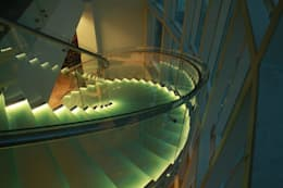 Visal Merdiven – Kemerburgaz Üniversitesi - İstanbul: modern tarz Koridor, Hol & Merdivenler