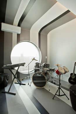 Designer de Interiores e Paisagista Iara Kílaris: modern tarz Multimedya Odası