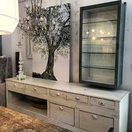 Tra classico e moderno: la vetrinetta per la casa contemporanea