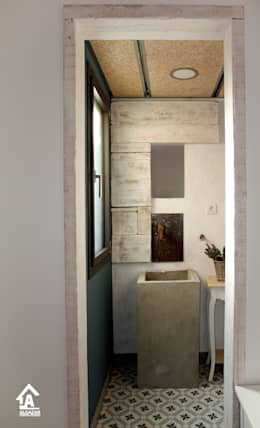 eclectic Bathroom by Alcazar Construcciones