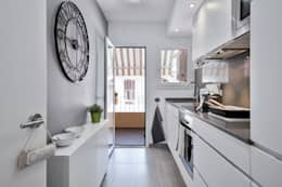 Cocinas de estilo moderno por Home Deco Decoración