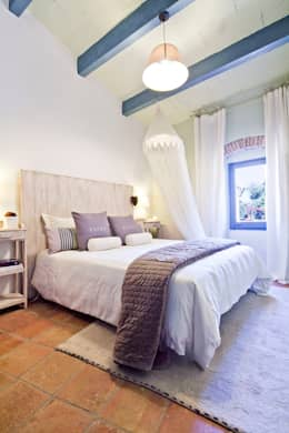 ALQUILER DE CASA EN EL EMPORDA CON MUCHO ENCANTO , decoradora JUDITH FARRAN : Dormitorios de estilo rústico de Home Deco Decoración