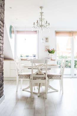 Mieszkanie na poddaszu 85m2: styl , w kategorii Jadalnia zaprojektowany przez Meblościanka Studio