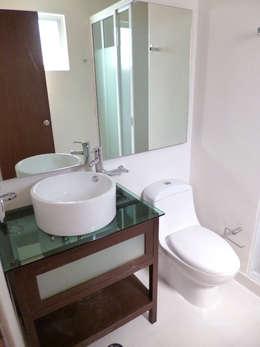 Baño Departamento: Baños de estilo  por Grupo Siobles