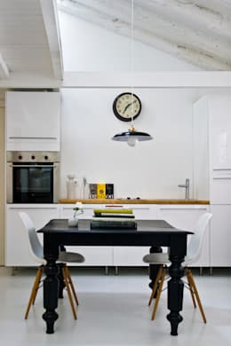 Cocinas de estilo moderno por B-mice Design + Architecture