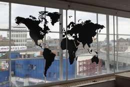 Puertas y ventanas de estilo moderno por Vinyl Impression