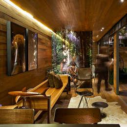 Salon de style de style Rustique par Cristina Menezes Arquitetura