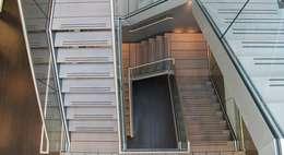 Bovenaanzicht trappenhuis Kantoor Hendriksen Tubbergen:  Kantoorgebouwen door Draw2design