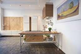 minimalistic Kitchen by Modularis Progettazione e Arredo