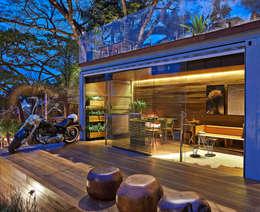 Pocket House: Terraços  por Cristina Menezes Arquitetura