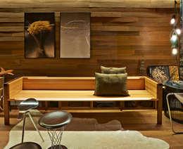 Livings de estilo rústico por Cristina Menezes Arquitetura
