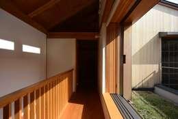 「高円寺の家」フリースペース: 株式会社松井郁夫建築設計事務所が手掛けた玄関/廊下/階段です。