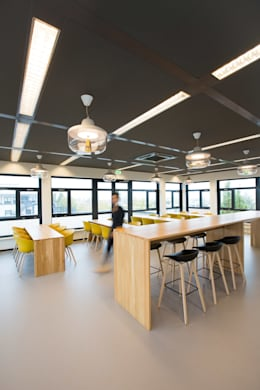 Café :  Kantoor- & winkelruimten door ontwerpplek, interieurarchitectuur