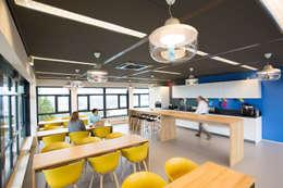 Café :  Kantoorgebouwen door ontwerpplek, interieurarchitectuur