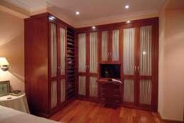Vestidores y closets de estilo clásico por PRIBURGOS SLU