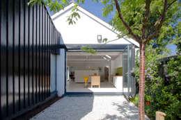 Casas de estilo moderno por NRAP Architects