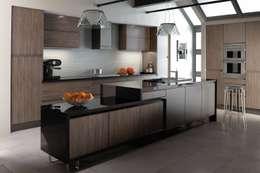 Cocinas de estilo clásico por Dream Doors Ltd
