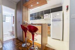 modern Kitchen by Liana Salvadori Arquitetura e Interiores