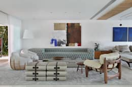 Salas / recibidores de estilo moderno por Leila Dionizios Arquitetura e Luminotécnica
