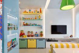 Dormitorios infantiles de estilo  por Leila Dionizios Arquitetura e Luminotécnica