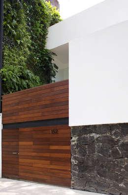 SC-152: Casas de estilo moderno por DF ARQUITECTOS