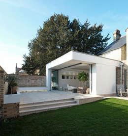 Maisons de style de style Moderne par NRAP Architects