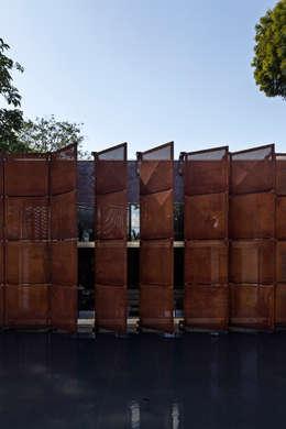 Casa BLM: Casas minimalistas por ATRIA