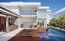 Maisons de style de style Moderne par ANGELA MEZA ARQUITETURA & INTERIORES