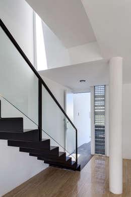 Pasillos y vestíbulos de estilo  por Taller ADC Architecture Office