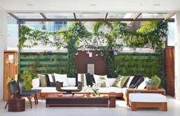 Terrace by ANGELA MEZA ARQUITETURA & INTERIORES