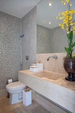 modern Bathroom by ANGELA MEZA ARQUITETURA & INTERIORES
